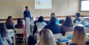 Isolant, representada por el Arquitecto Ariel Aruguete, Jefe del departamento técnico, realizó una charla en la ESCUELA DE EDUCACION TECNICA NRO 1. de El Talar. Los asistentes a la charla fueron alumnos de la carrera MAESTRO MAYOR DE OBRAS que estan cursando los dos últimos años.