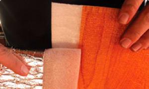 Para unir los rollos entre sí, superponga el solape para termosoldado y utilice la pistola de aire caliente en la mínima potencia, para calentar y fusionar ambos solapes.