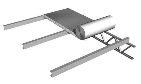 Se presenta el rollo en el mismo sentido que las chapas de la cubierta. Se coloca el segundo rollo paralelo al primero superponiendo los solapes para hacer la unión por termosoldado.
