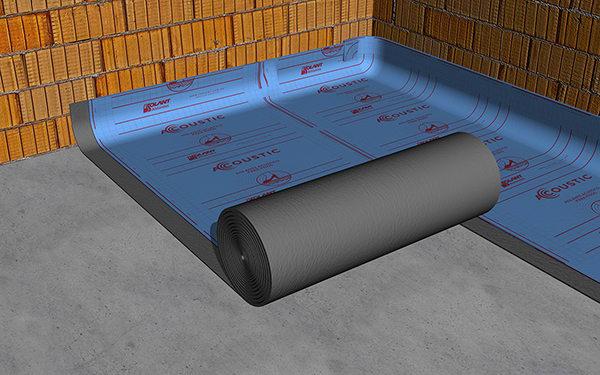 """En todos los laterales de la habitación, la membrana debe """"subir"""" por la pared una altura apenas mayor a la del espesor del contrapiso mas la carpeta y piso previsto."""