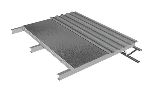 La membrana ALU FUSION NET se fija conjuntamente con la chapa con tornillos autoperforantes, instalados en la cresta de la onda de la chapa.