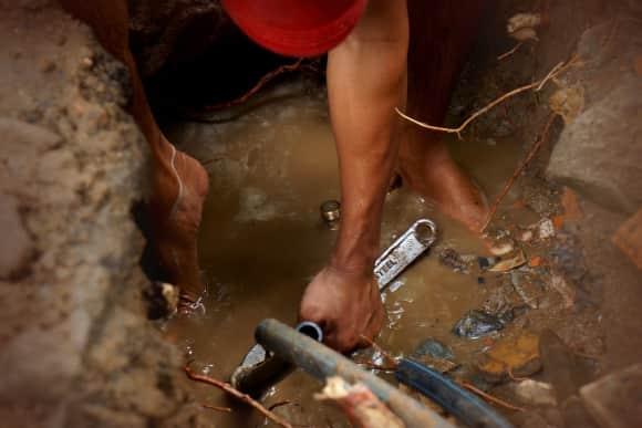 How To Handle a Plumbing Emergency