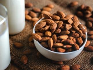 Ořechy - mandle a kešu