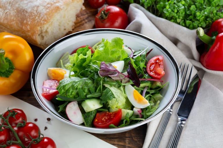 Jarní salát s konjakovými těstovinami