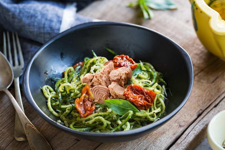 Low Carb cuketové špagety s tuniakom
