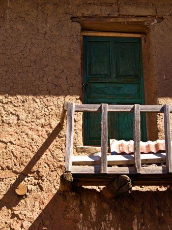 Balcón en casa de adobe