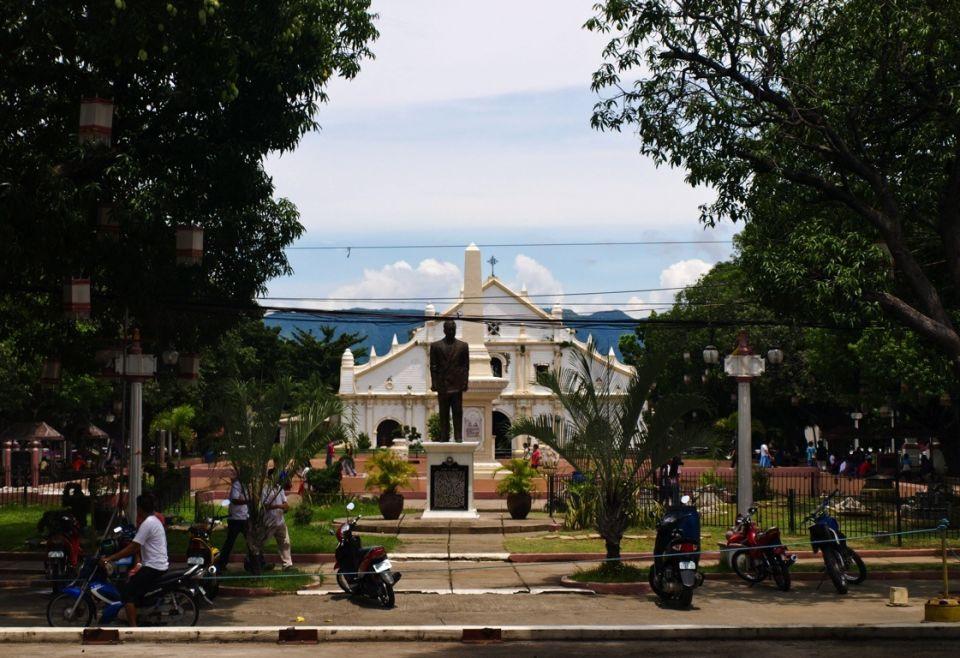 Iglesia y plaza