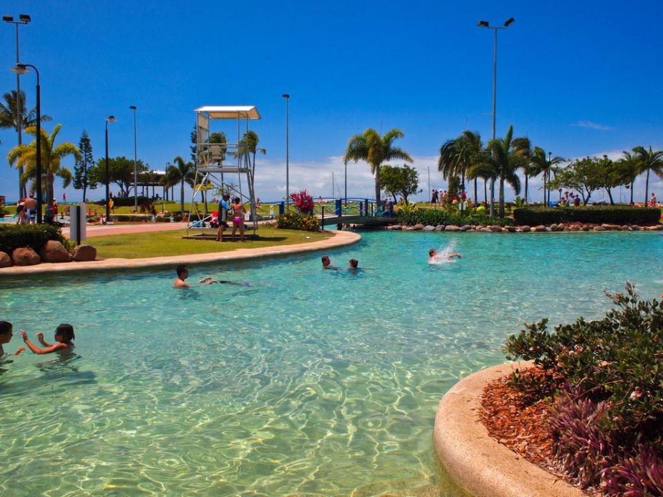 Así que hay unas fantásticas piscinas al lado del mar