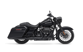 Rent Harley Davidson Road King in Italy