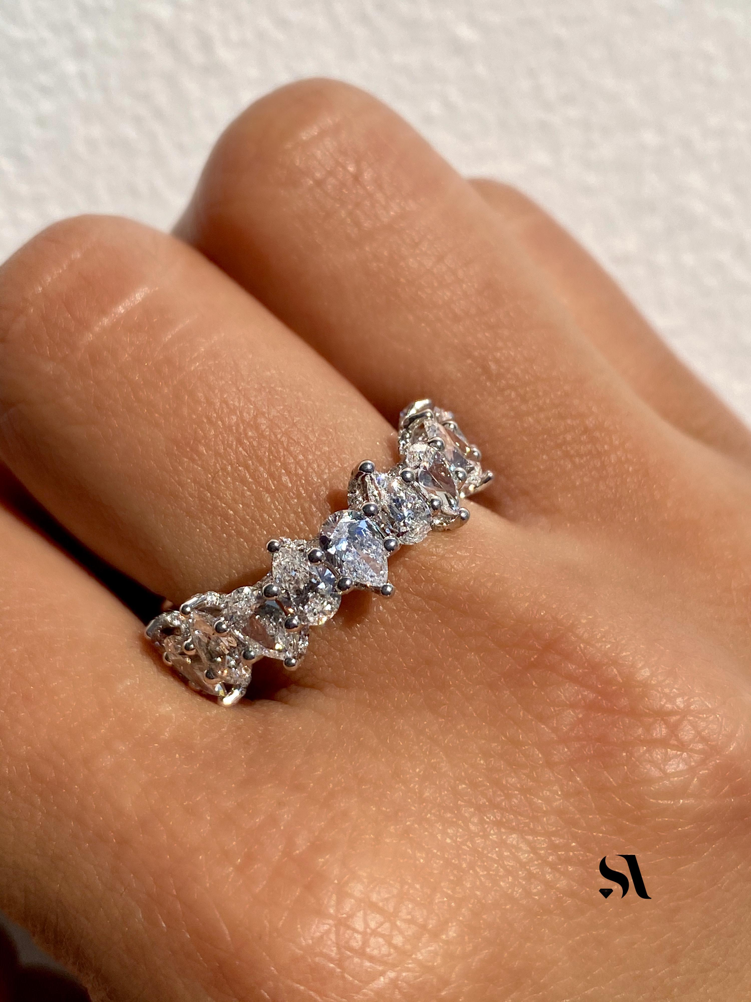 pear shaped diamond band