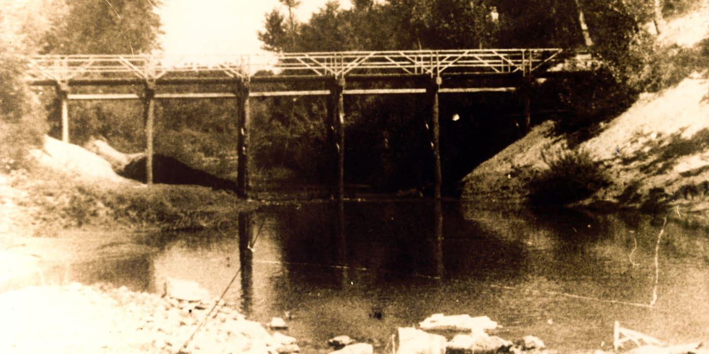 Il ponte costruito dai tedeschi a Casaltone, nel 1945.