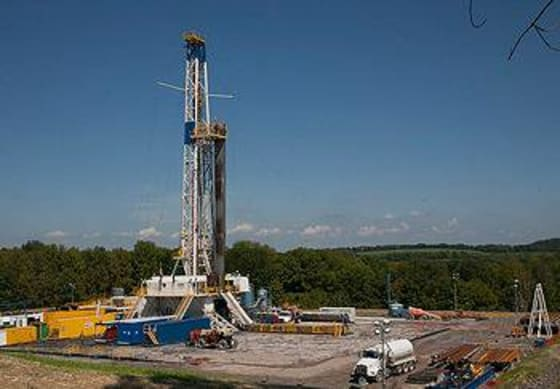 A fracking rig in Bradford County, Pennsylvania // Credit: Appvoices.org by Bob Warhover