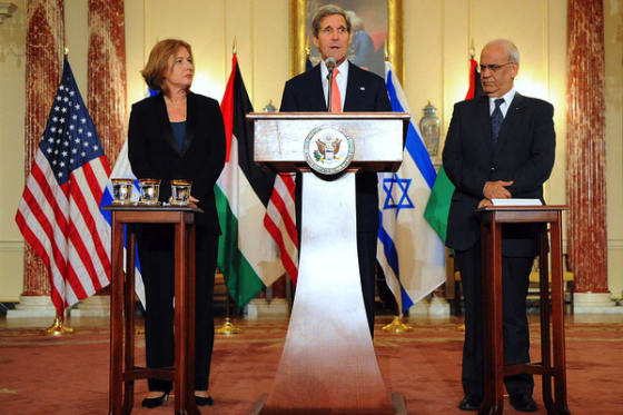 Secretary Kerry (center), Israeli Justice Minister Livni (right), and Palestinian Chief Negotiator Erekat (left) Address Reporters // Credit: USA.gov via Flickr