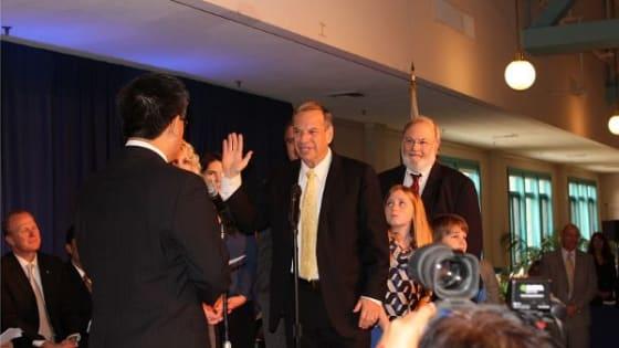 Bob Filner sworn in as new mayor
