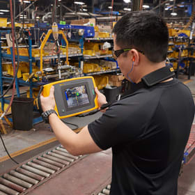 Fluke ii900 Sonic Industrial Imager enables maintenance teams to quickly and accurately locate air, gas and vacuum leaks