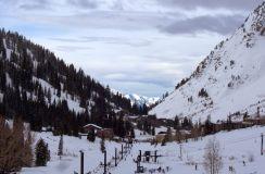 Snowboarders Sue Ski Resort