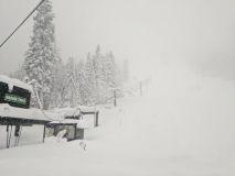 Mammoth Base Tops 5m, Resorts Closed, After More Huge US Snowfalls