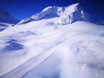 Heavy Snow then Blue Skies For Final Weekend of Season