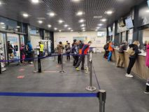 Cervinia Asks Skiers to Buy Online as Queues Build Outside