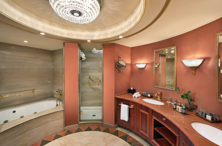 Presidential Suite bathroom - Cairo Marriott Hotel