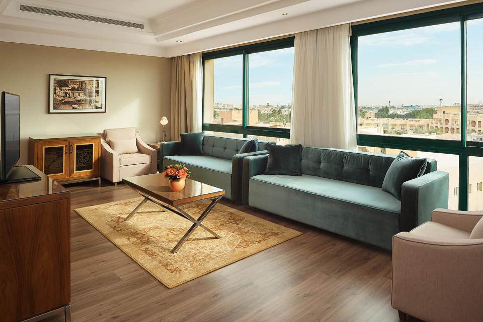 Living room - Safari Suite - Hilton Pyramids Golf