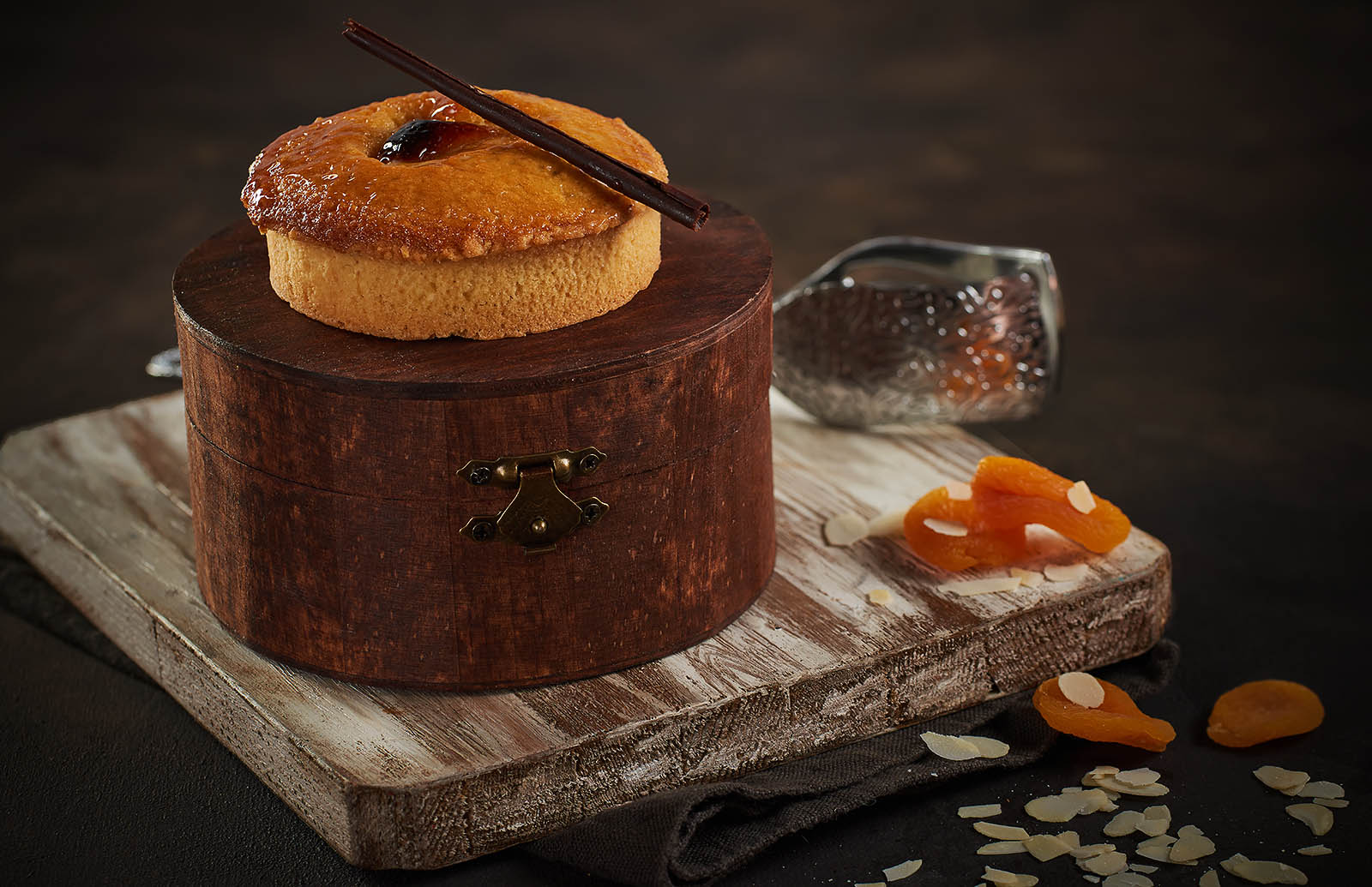 ALMOND GATEAUX DESSERT - the molten