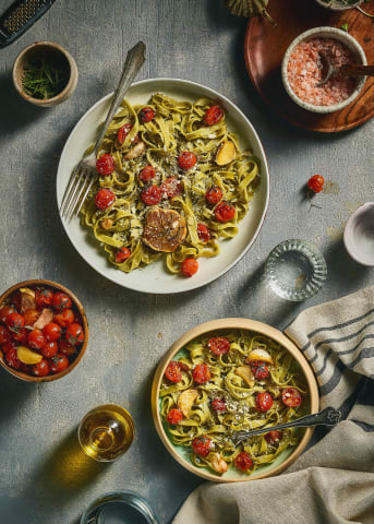 Green Linguine Pasta with Cherry tomatoes and shredded cheese