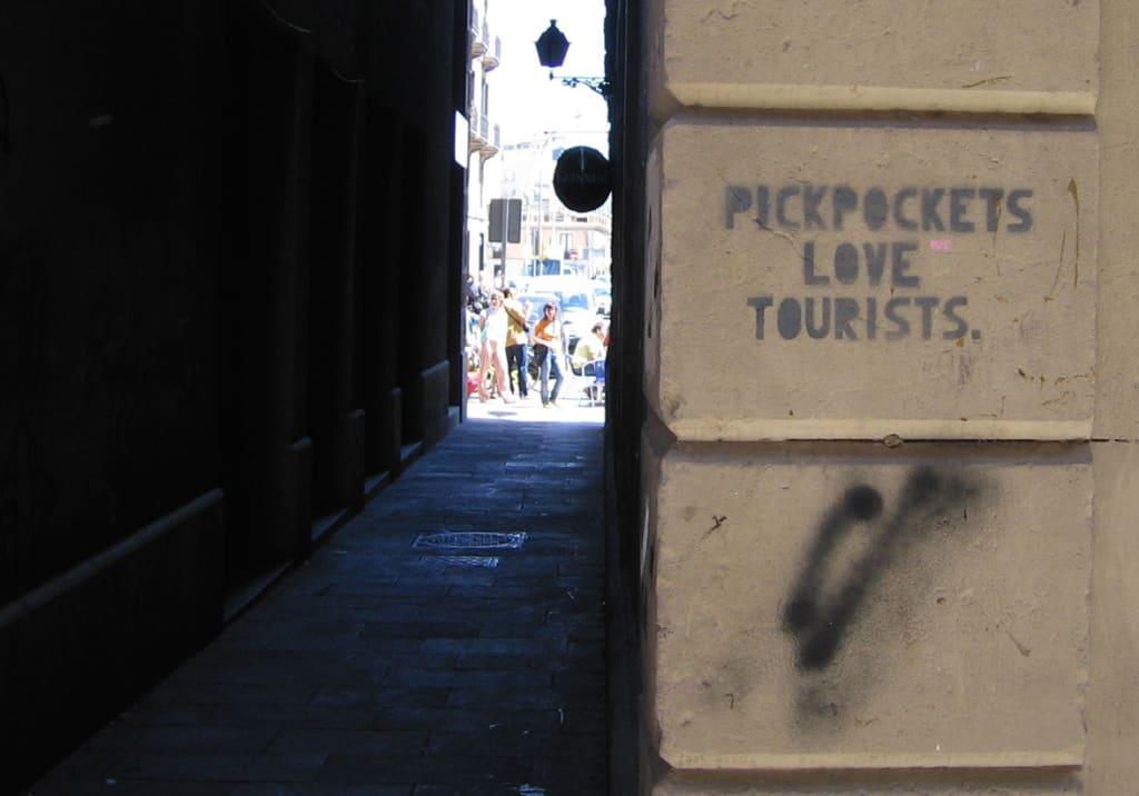 Pickpockets love tourist
