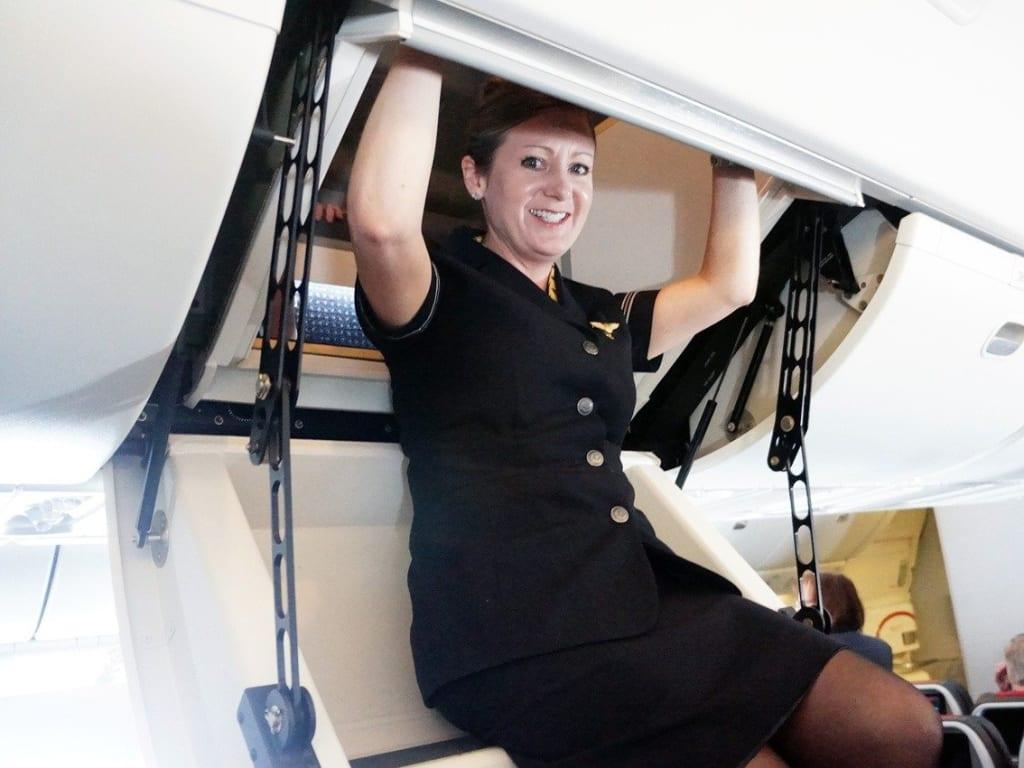 cabin enter boeing 737