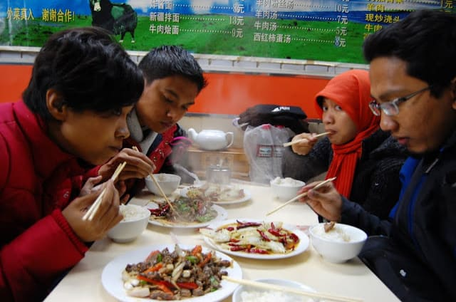 Makan kambing di RM Muslim Shanghai