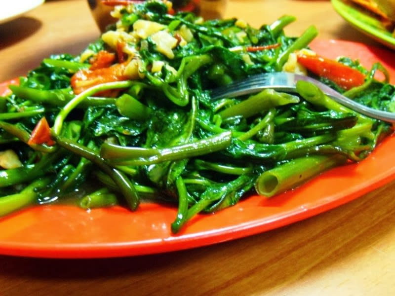 Ilustrasi cah kangkung, teman sempurna makan seafood. Sumber foto : resepharian.com