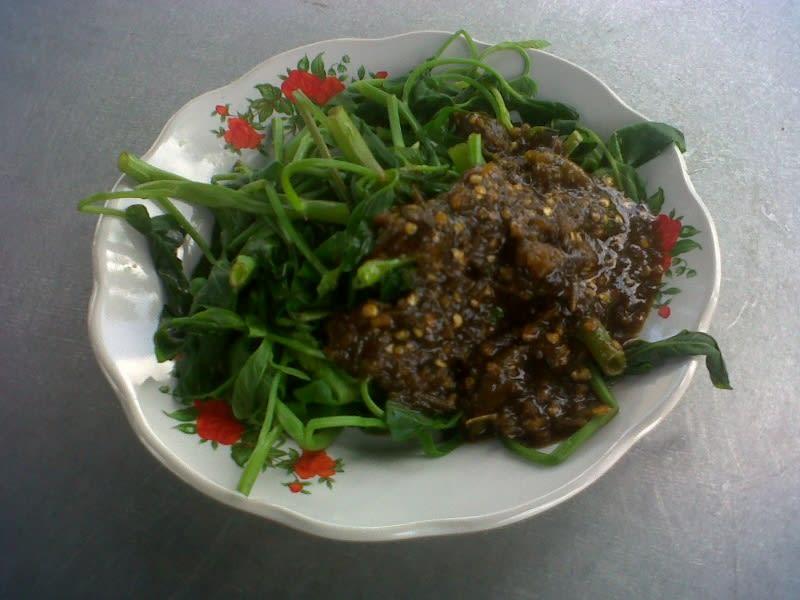 Ilustrasi rujak kangkung, kuliner khas Kabupaten Kuningan. Sumber foto : bekasibussines.com
