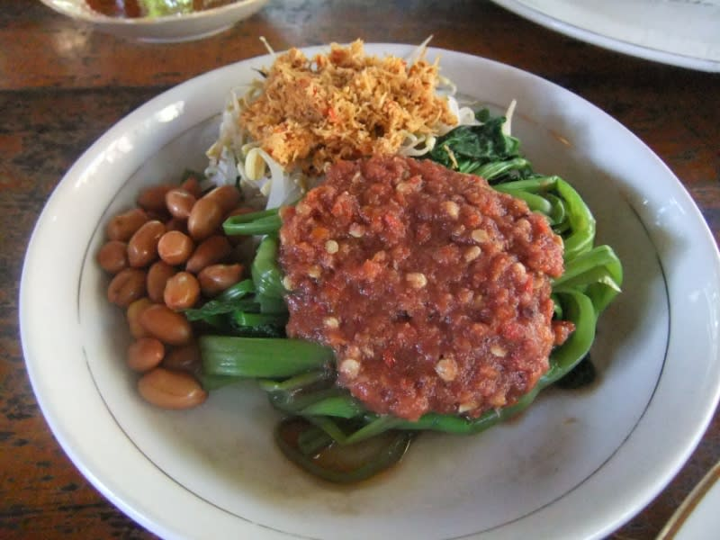 Ilustrasi plecing kangkung, kuliner khas Lombok. Sumber foto : id.wikipedia.org