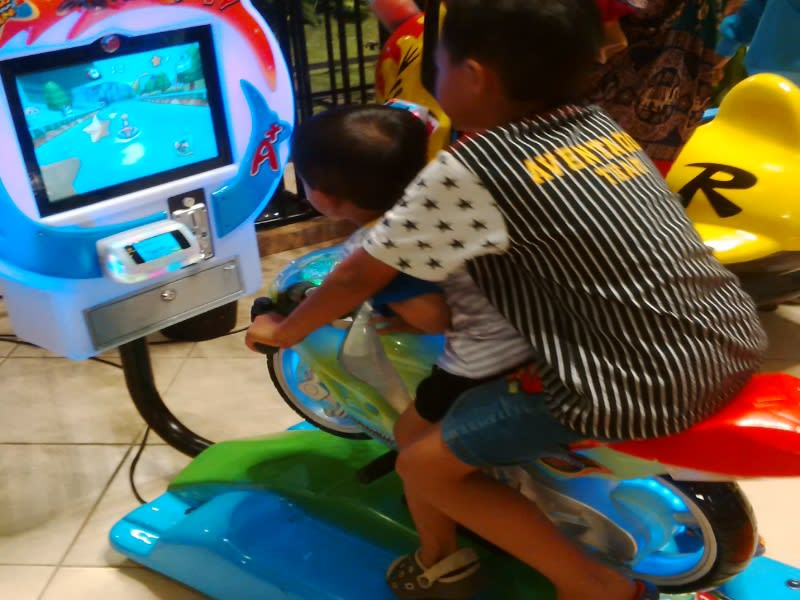 Di Kids City juga ada game console