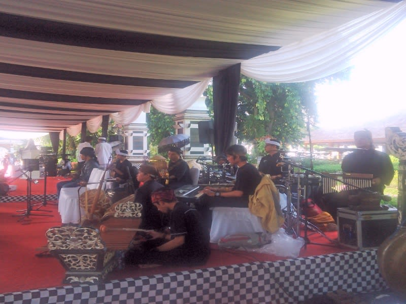 Band Emka 9, pimpinan Bupati Purwakarta Dedi Mulyadi