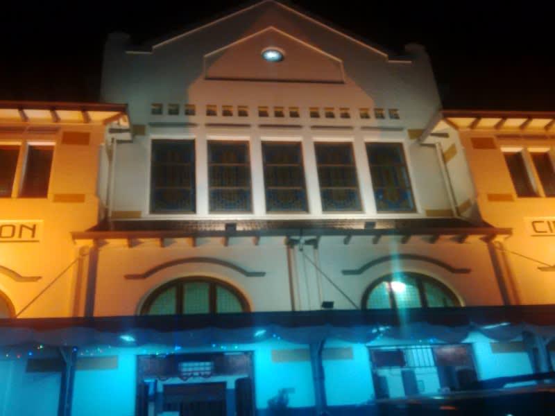 Gedung stasiun Cirebon peninggalan Belanda