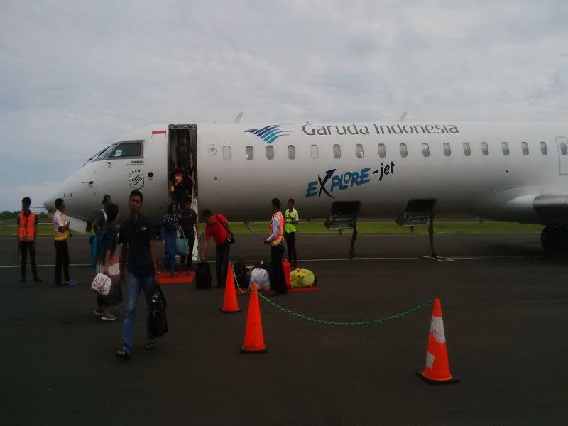 Pesawat Bombardier CRJ1000, milik Garuda sesaat setelah mendarat di Bandara Tampa Padang