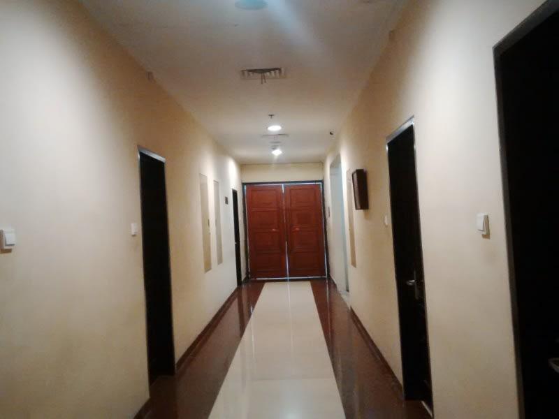Salah satu lorong di Hotel Rose In, Bantul