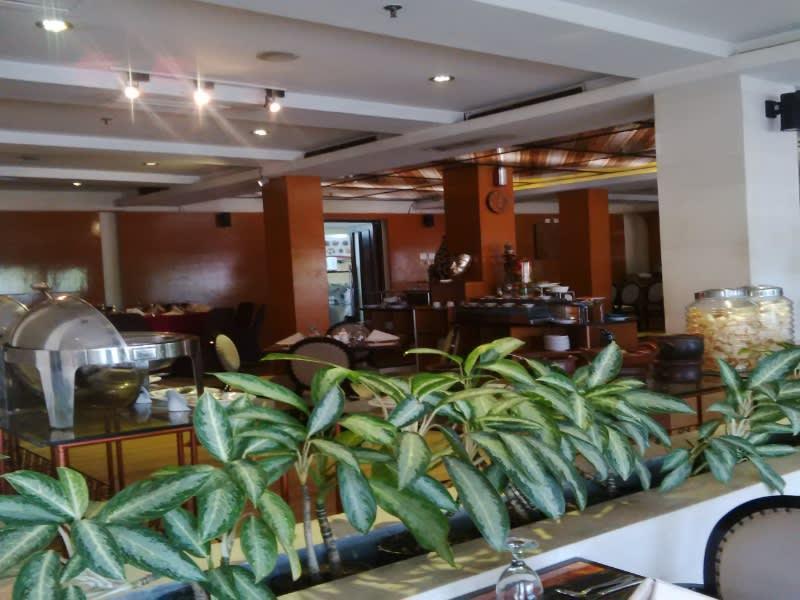 Restoran, tempat tamu Hotel Rose In sarapan