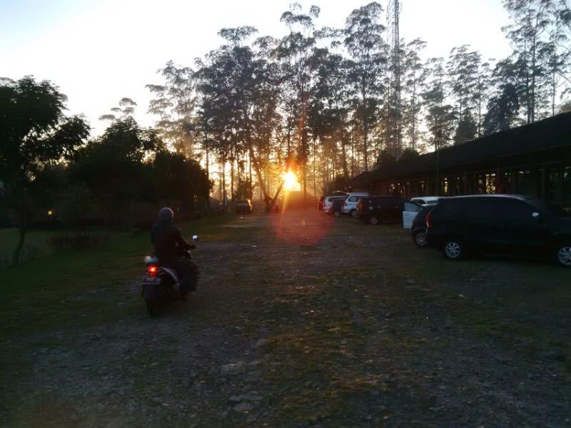 Indahnya matahari yang mulai menggeliat di ufuk timur, Ciwidey, Kabupaten Bandung
