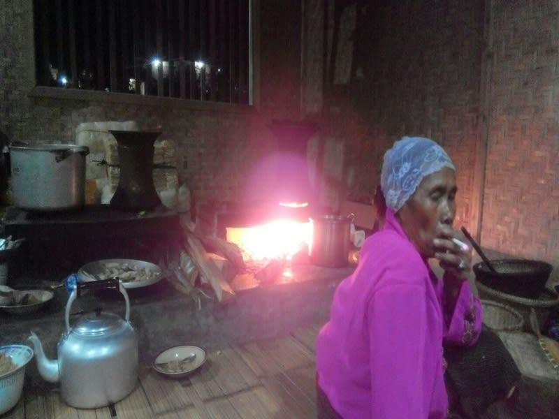 Dapur di Imah Gede Abah Usep, peralatannya masih serba tradisional