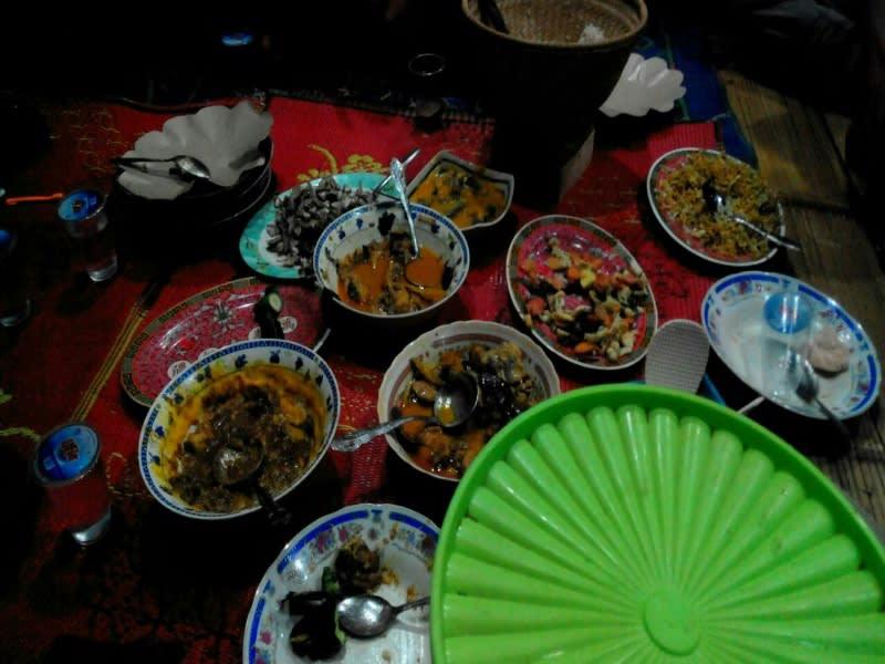 Menu makan malam di Imah Gede Abah Usep
