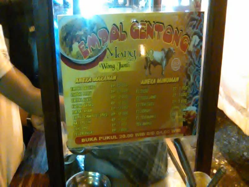 Empal gentong Mang En, salah satu penjual empal di Jakarta
