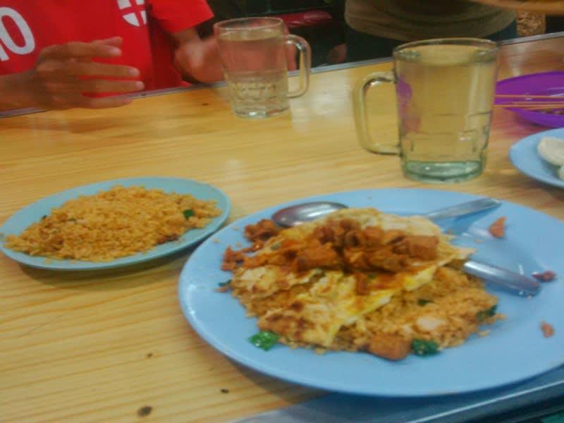Nasi goreng daging, menu andalan di warung nasi goreng Julia Sari