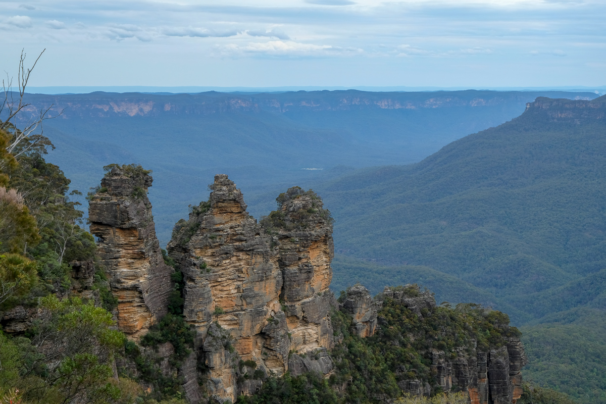 Iconic Three Sisters rock formation in Blue Mountains