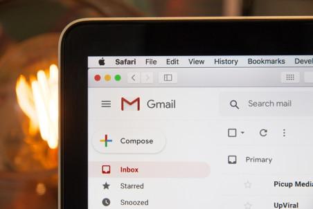 Odesílání emailů na localhostu i na produkci