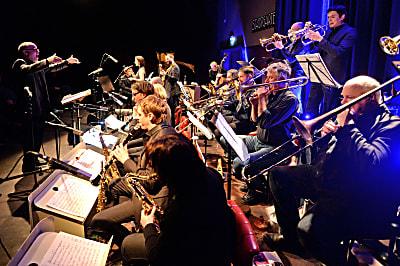 Blue Art Orchestra (Bild © Gerhard Richter)