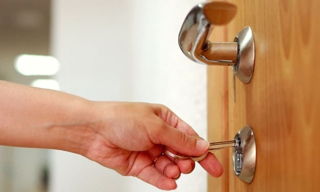 10 Factors To Keep In Mind For Hiring A Professional Locksmith