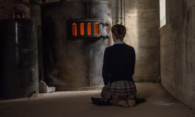 'The Blackcoat's Daughter' (2015) Review/Explained