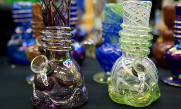 Why People Prefer Purchasing From Online Headshops?